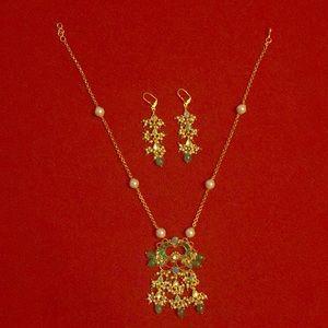Jewelry - Kundan and emerald necklace set